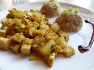 Tofu na kari s ananasem